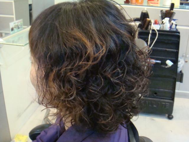 中短发小卷烫发发型,短发小卷爆炸发型图片,短发小卷中分泡面头,